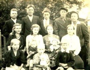 семья Глашкиных. фото 1948 (слева направо Иван, Василий, Петр)