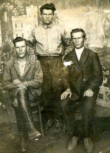 Братья Караваевы. На фото изображены слева на право Степан, Павел, Петр