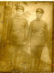 Белаш Степан Карпович на фото справа