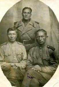 Бутько Николай Григорьевич с сослуживцами